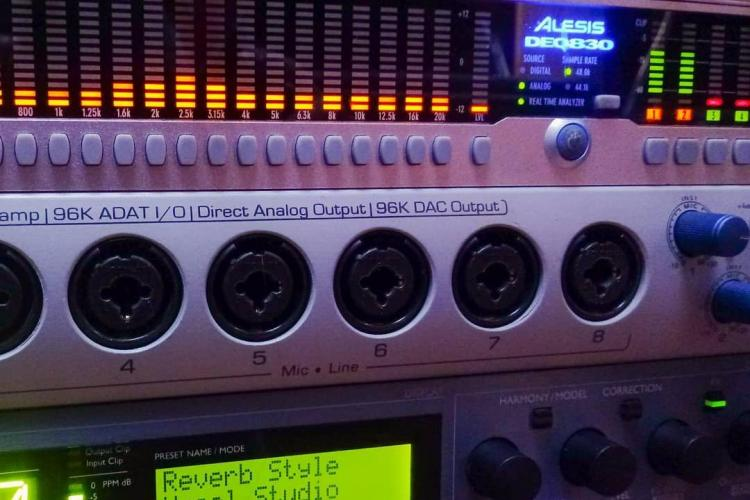 Alesis DEQ830, Digimax FS y TC Helicon Voice Works Plus en WASGE estudios.